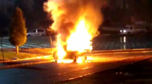Şanlıurfada park halindeki araç yanarak kullanılamaz hale geldi