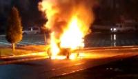 Şanlıurfa'da park halindeki araç yanarak kullanılamaz hale geldi