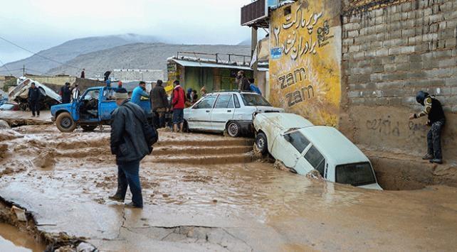 İranda sel: 3 kişi hayatını kaybetti