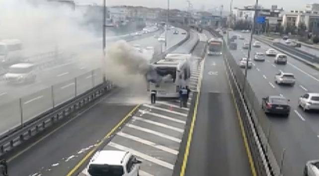 İstanbulda metrobüs yangını