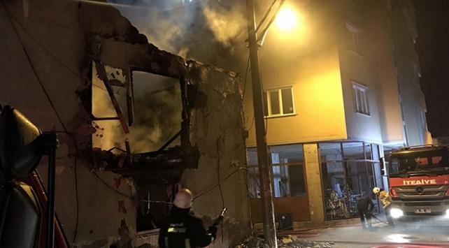 Bursada ahşap ev yandı