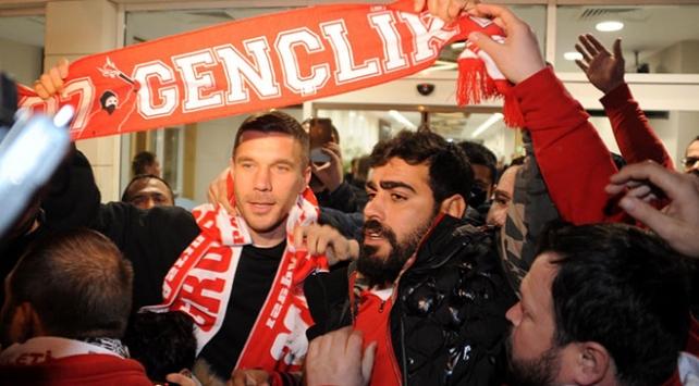 Antalyasporun prensipte anlaştığı Lukas Podolski kente geldi