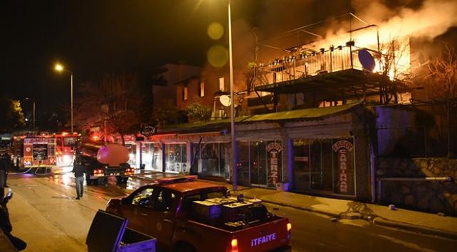 Bodrumda çıkan yangın dört evde hasara neden oldu
