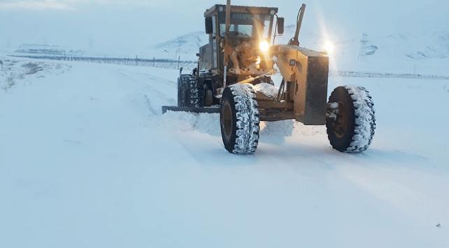Doğu'da 465 yerleşim biriminin yolu kar nedeniyle ulaşıma kapandı