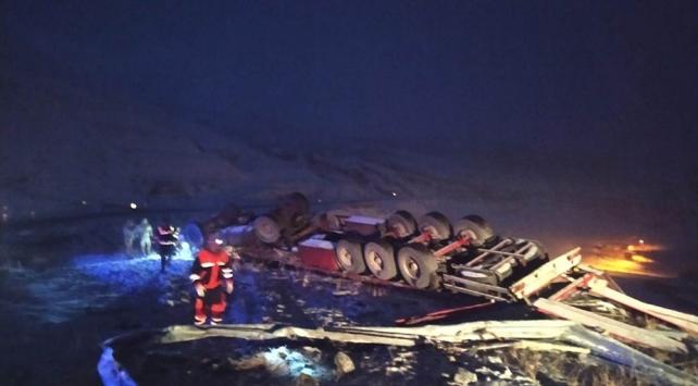 Tendürek Geçidinde şarampole yuvarlanan tırın sürücüsü hayatını kaybetti