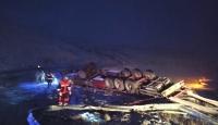 Tendürek Geçidi'nde şarampole yuvarlanan tırın sürücüsü hayatını kaybetti
