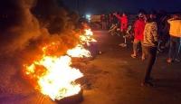Irak'ta göstericiler yolları trafiğe kapattı; bazı vilayetlerde resmi tatil ilan edildi