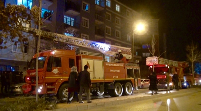 Kırşehirde apartmanda yangın: 3 kişi hastaneye kaldırıldı