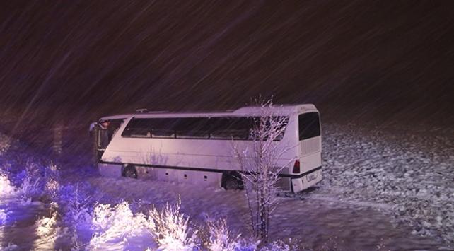 Sivasta futbolcuları taşıyan otobüs yoldan çıktı: 7 yaralı