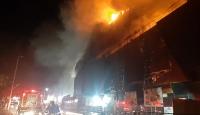 Kocaeli'de bir alışveriş merkezinin çatısında yangın