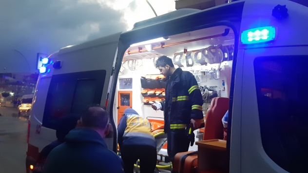 Kocaelide bir AVMde çıkan yangın söndürme sırasında itfaiye eri yaraandı