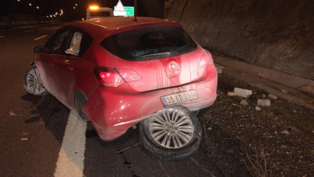 Tünelin duvarına çarpan aracın sürücüsü yaralandı