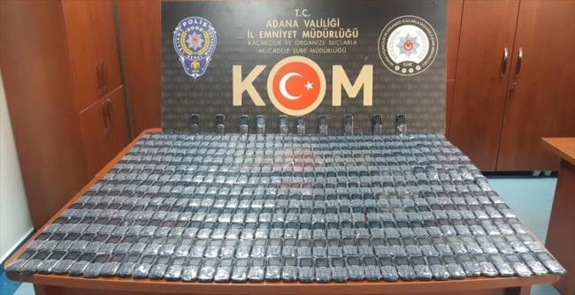 Adanada iş yerinde gümrük kaçağı 418 cep telefonu ele geçirildi