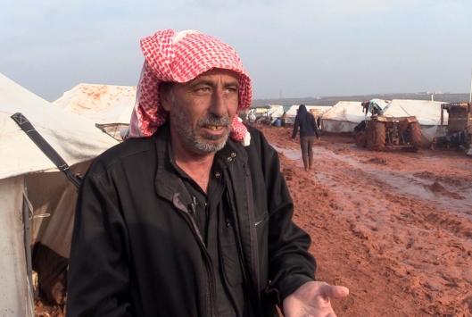 İdlibli 60 yaşındaki Ebu Gassan: Keşif yapan savaş uçakları hala üzerimizde, peşimizi bırakmıyorlar