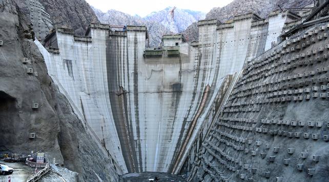 Türkiyenin en yüksek barajında son düzlüğe girildi