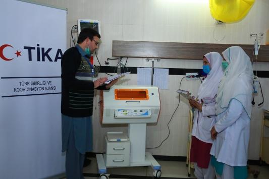 TİKAdan Pakistandaki hastanenin çocuk servisine modern tıbbi malzeme desteği
