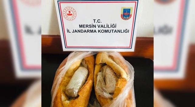 Mersinde ekmek arasına gizlenmiş 2 bin uyuşturucu hap ele geçirildi