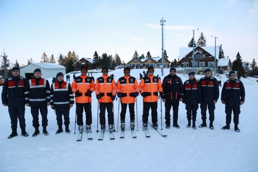 Jandarma ve JAK timleri Atabarı Kayak Merkezi 24 saat güvenliği sağlıyor