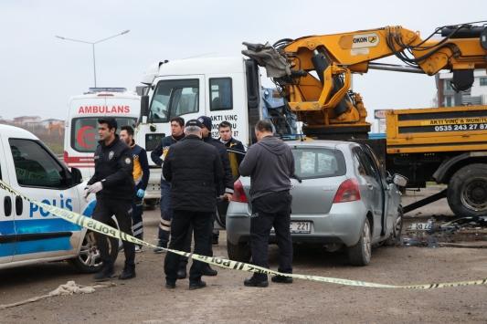 Yalovada park halindeki vince çarpan otomobilin sürücüsü öldü
