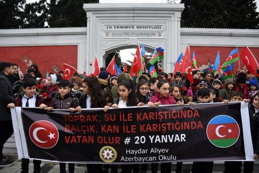 """Haydar Aliyev Azerbaycan Okulu öğrencileri """"Kanlı Ocak"""" kurbanlarını andı"""