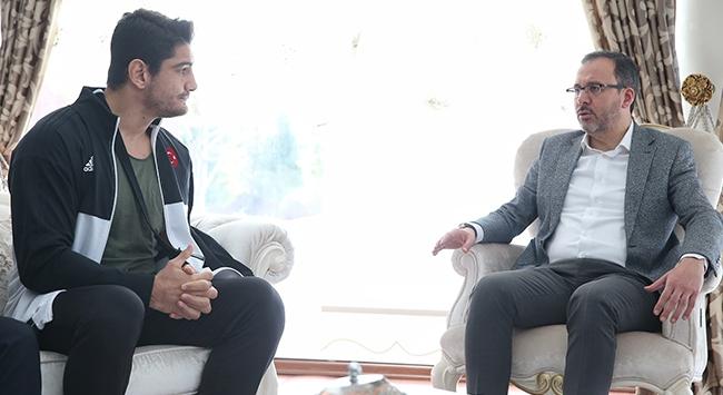 Bakan Kasapoğlundan Taha Akgüle ziyaret