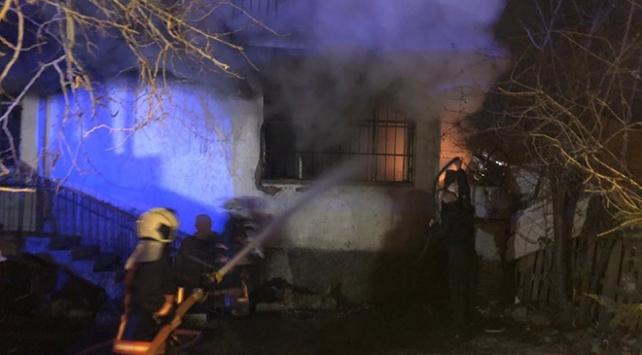 Başkentte yangında mahsur kalan 4 kişi kurtarıldı