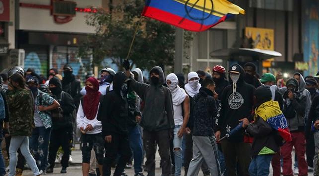 Kolombiyada protestocular polisle çatıştı