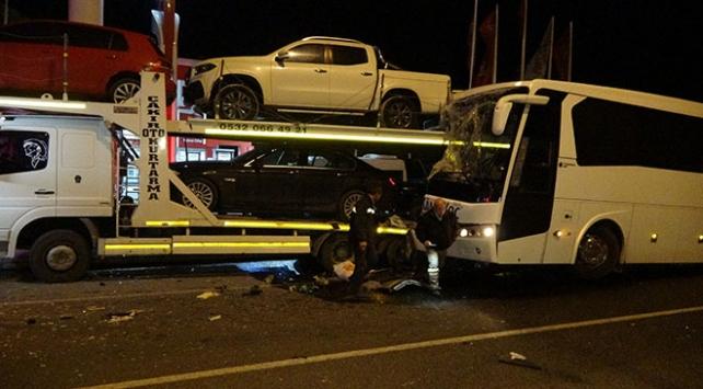 Uşakta yolcu otobüsü kaza yaptı: 16 yaralı
