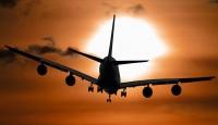 Malezya'da yolcu uçağının motoru alev aldı