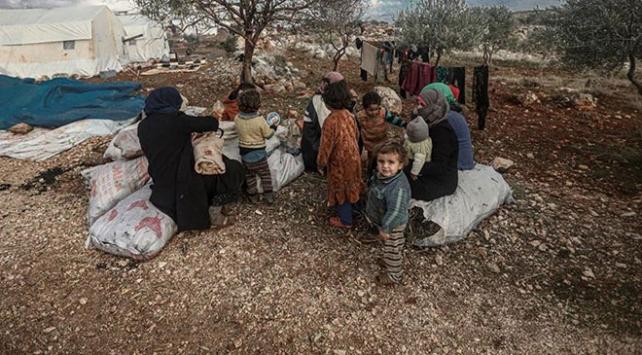 Son 2,5 ayda 450 bin sivil Türkiye sınırı yakınlarına göç etti