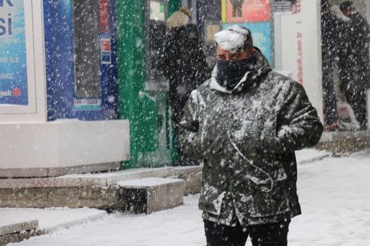 Boluda yoğun kar etkili oluyor