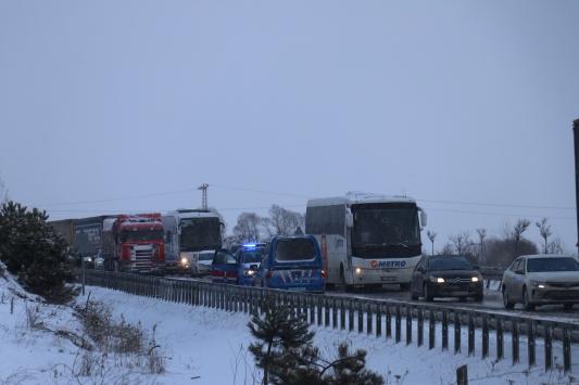 Karabük-Gerede kara yolunda zincirleme kaza nedeniyle ulaşım sağlanamıyor