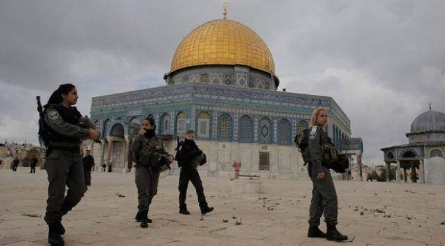 İsrail polisi Mescid-i Aksaya baskın düzenledi