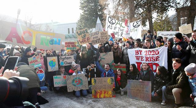 Çevreciler Davosta protesto düzenledi
