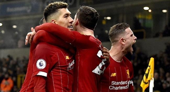 Liverpool önüne geleni deviriyor