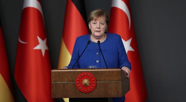 Merkel: İdlibden kaçanlar için maddi desteğe hazırız