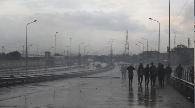 Irakta göstericilerin kapattığı otoyol yeniden trafiğe açıldı