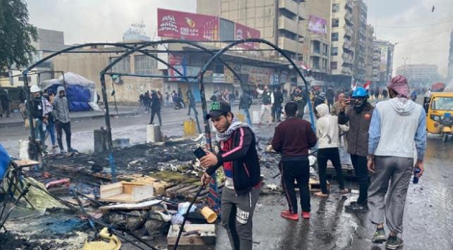 Iraklı göstericilerin Tahrir Meydanındaki çadırları yakıldı