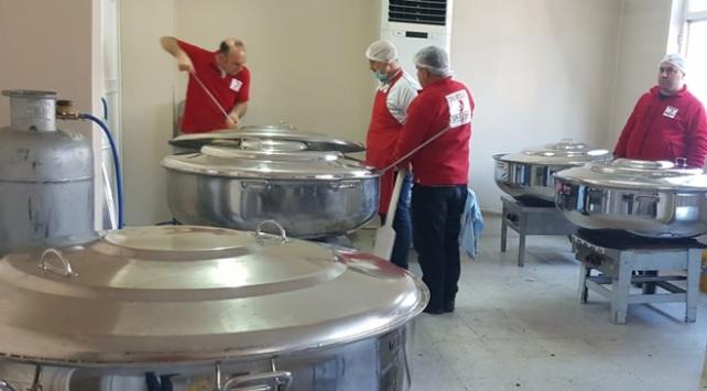 Türk Kızılaydan depremzedelere sıcak yemek
