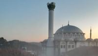 Manisa'daki depremde hasar gören caminin minaresi kontrollü şekilde yıkıldı