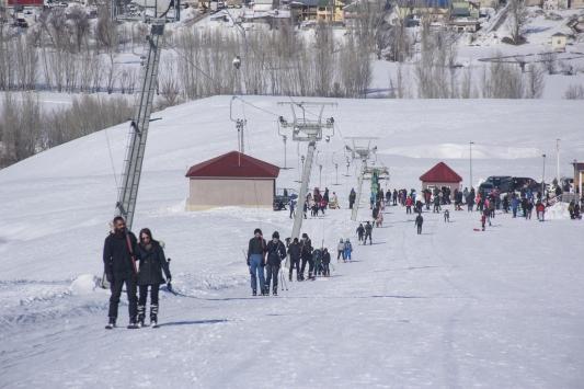 Ovacık Kayak Merkezinde yarıyıl tatili yoğunluğu