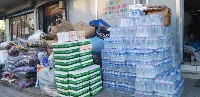 Konyadan depremzedeler için toplanan yardım malzemeleri gönderildi