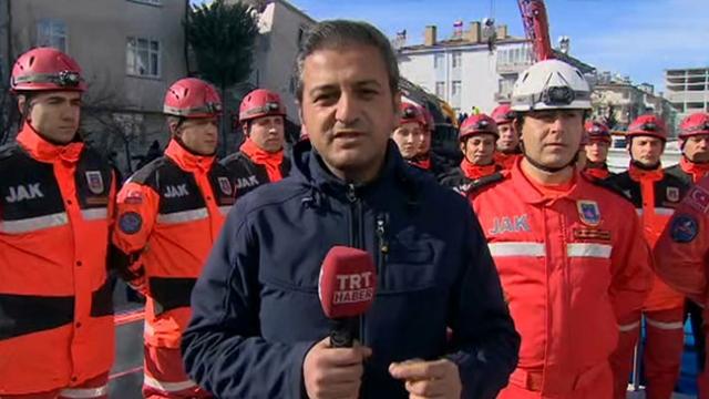 2,5 yaşındaki çocuk ve annesini kurtaran ekip TRT Haber'e konuştu