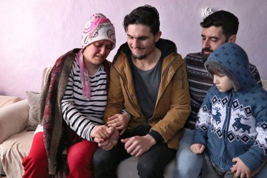 Suriyeli gencin enkazdan kurtardığı çiftle buluşması