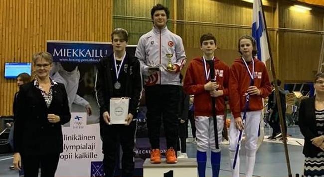 Milli eskrimci Cengizhan Öner şampiyon oldu