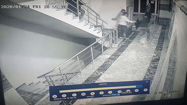 Elazığ depreminin hissedildiği Diyarbakır'da panik anı kamerada