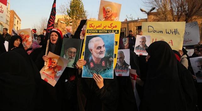 Zarifin ABD ile müzakere açıklamaları protesto edildi