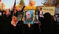Zarif'in 'ABD ile müzakere açıklamaları' protesto edildi