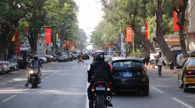 Cumhurbaşkanı Erdoğanın ziyareti öncesi Senegal Türk bayrakları ile donatıldı