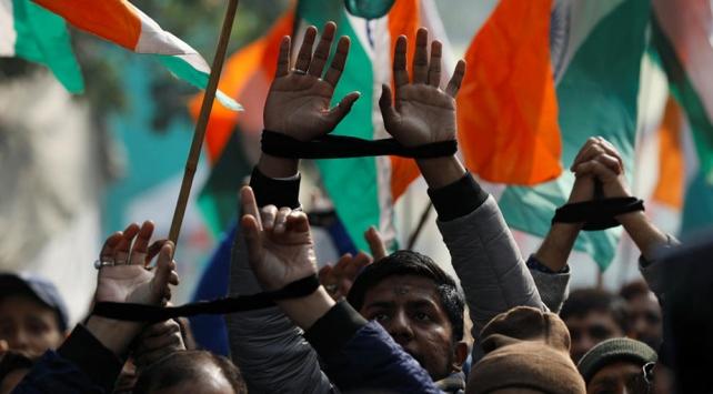 Hindistanda Müslümanları dışlayan yasaya 620 kilometrelik insan zinciri ile tepki